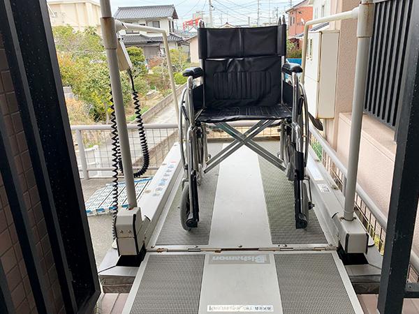 【画像】車いす昇降機
